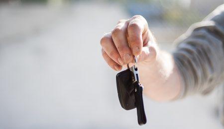Autolåsesmed til bil