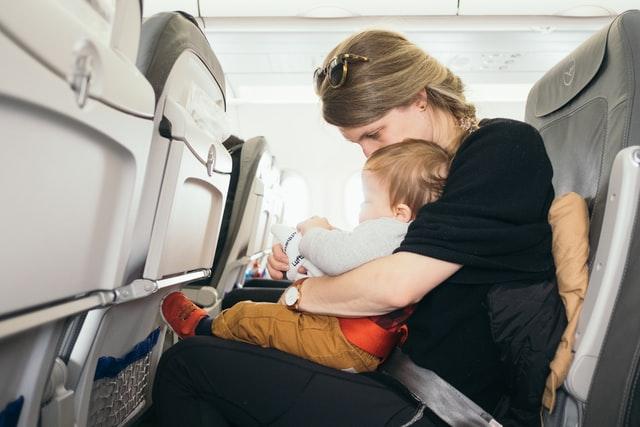 Reizen met baby in vliegtuig