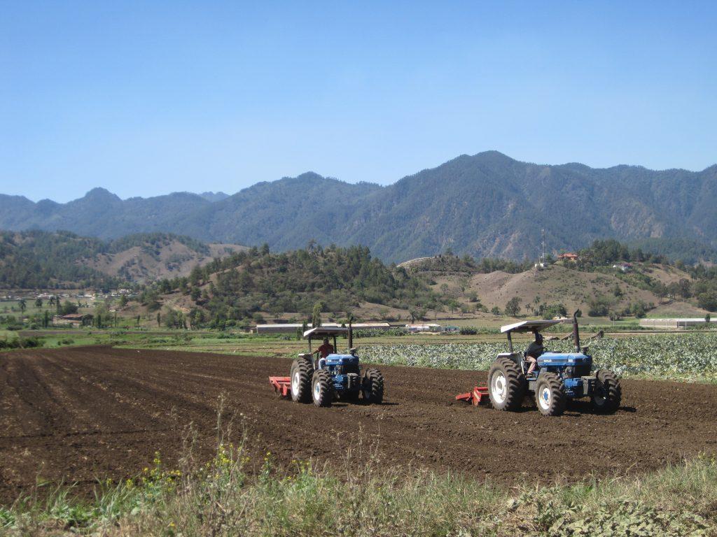 LatinA Tours DomRep Central Valley - Farming, Trucks, Mountain, Constanza, Heaven