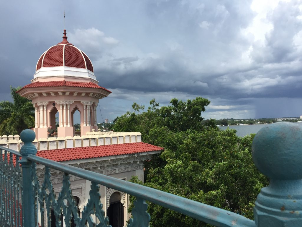 LatinA Tours Kuba Cienfuegos - Clouds, Colonial Buildings, Street, Central Region,