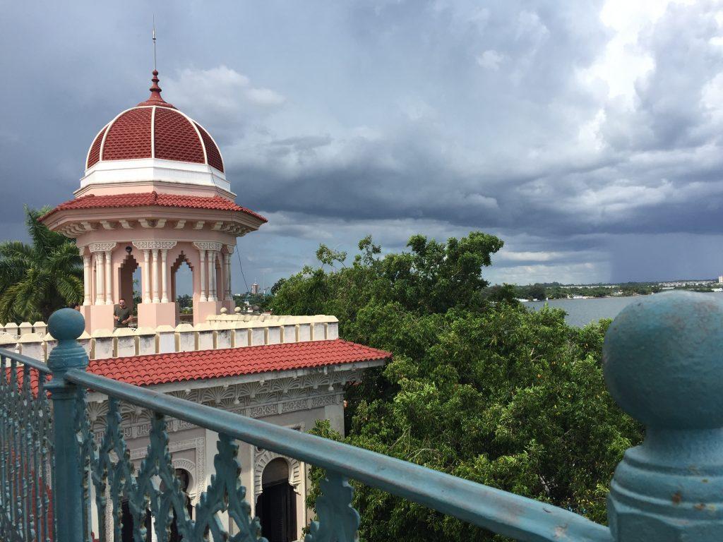LatinA Tours Kuba Cienfuegos - Clouds, Colonial Buildings, Street, Central Region,