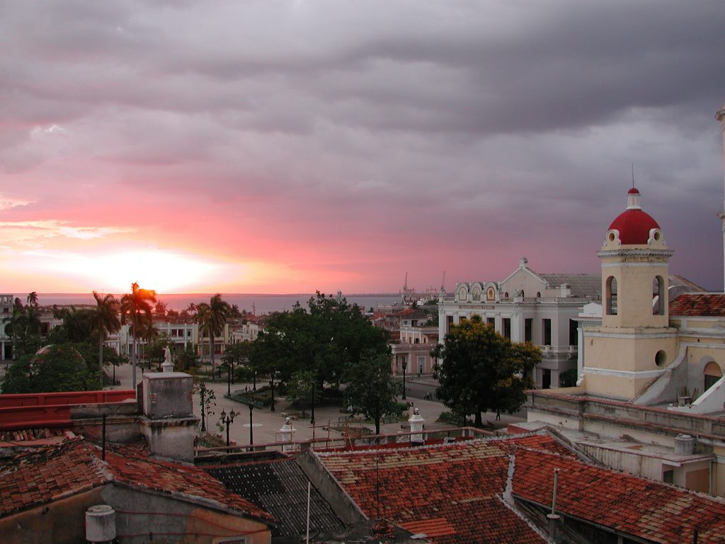 LatinA Tours Kuba Cienfuegos - Colonial buildings, City, Sunset, Central Region