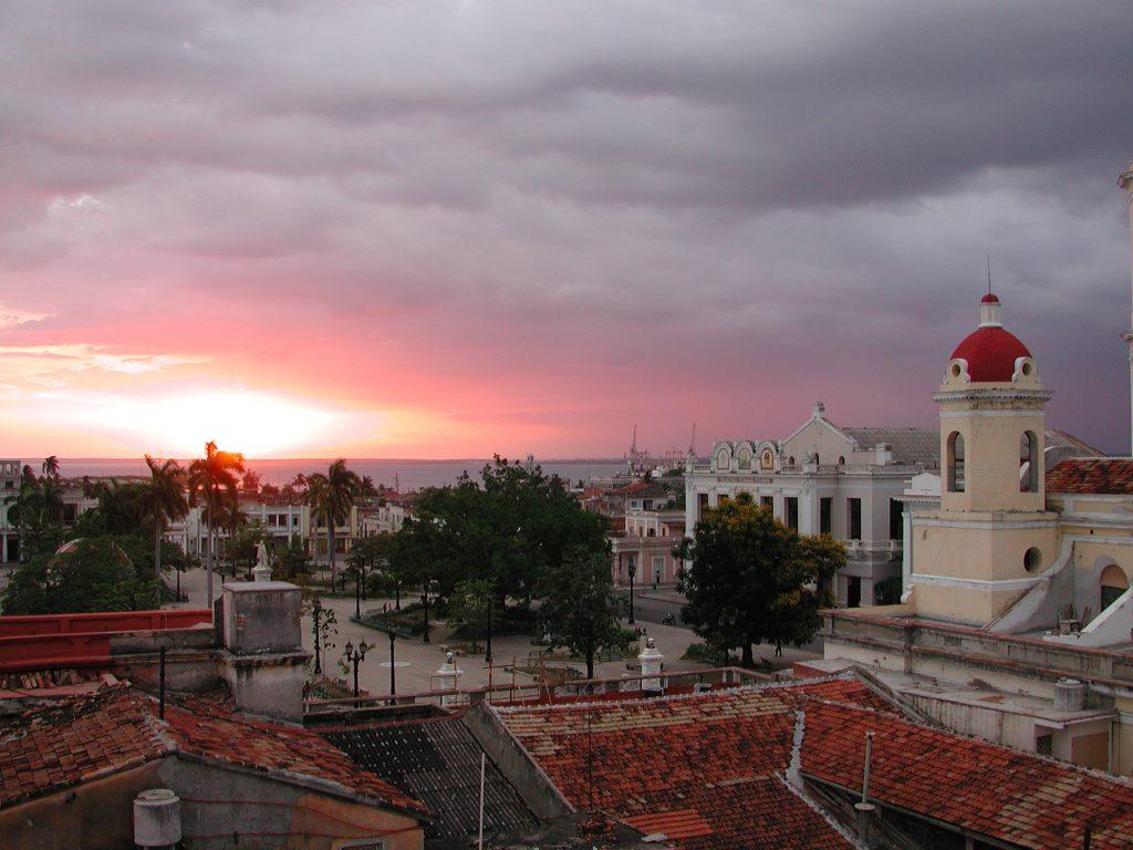 LatinA Tours Kuba Cienfuegos - Colonial buildings, City, Sunset, Central Region