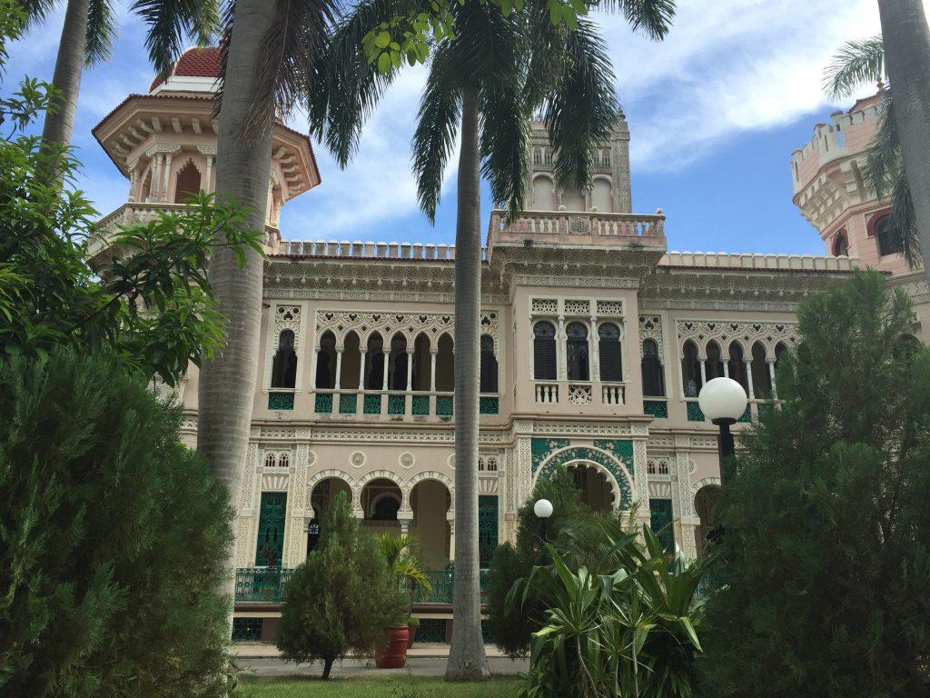 LatinA Tours Kuba Cienfuegos - Parque Marti, Building, Palm trees, Church,