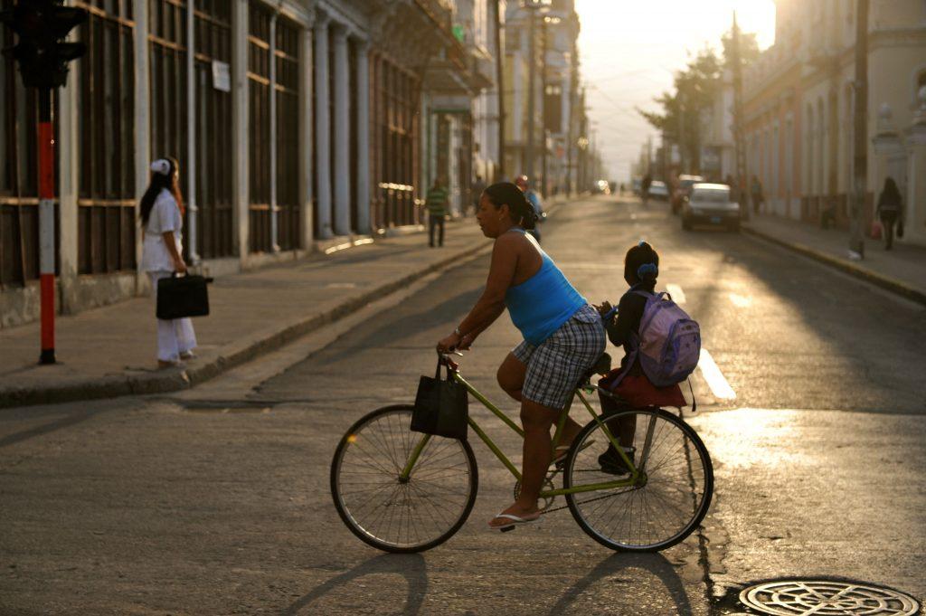 LatinA Tours Kuba Cienfuegos - People, Tour, Colonial Bicycle, Street, Central Region