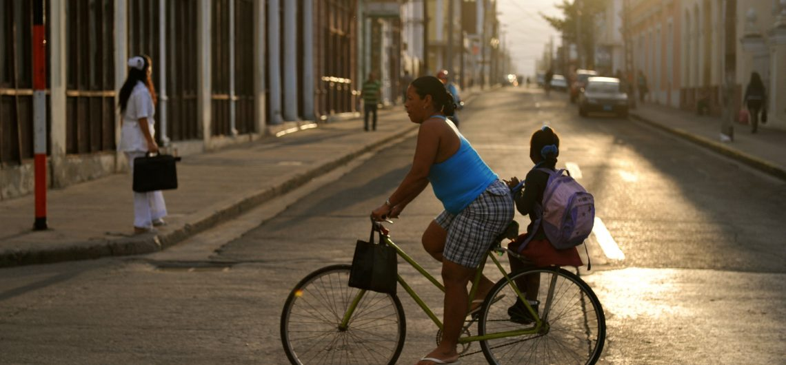 LatinA Tours Kuba Cienfuegos - People, Tour, Colonial Bicycle, Street, Central Region