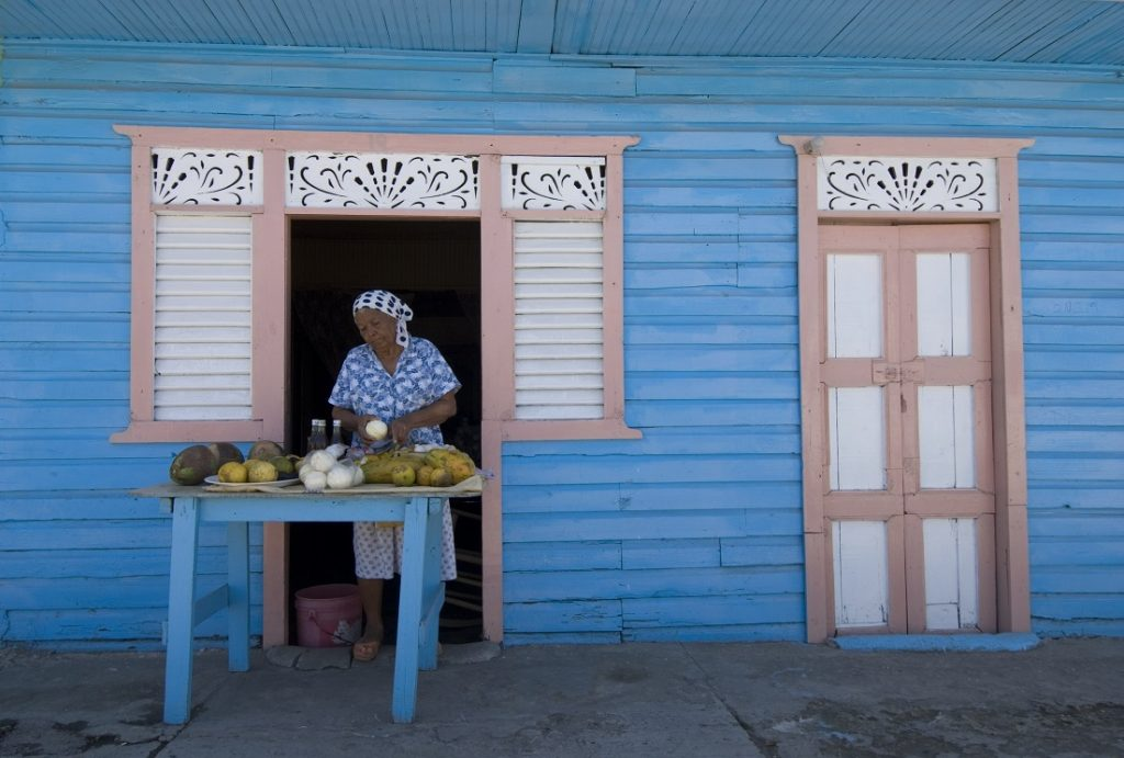 LatinA Tours Dominican Republic - Woman, Streets vendor, Old lady, Fruits, Juice