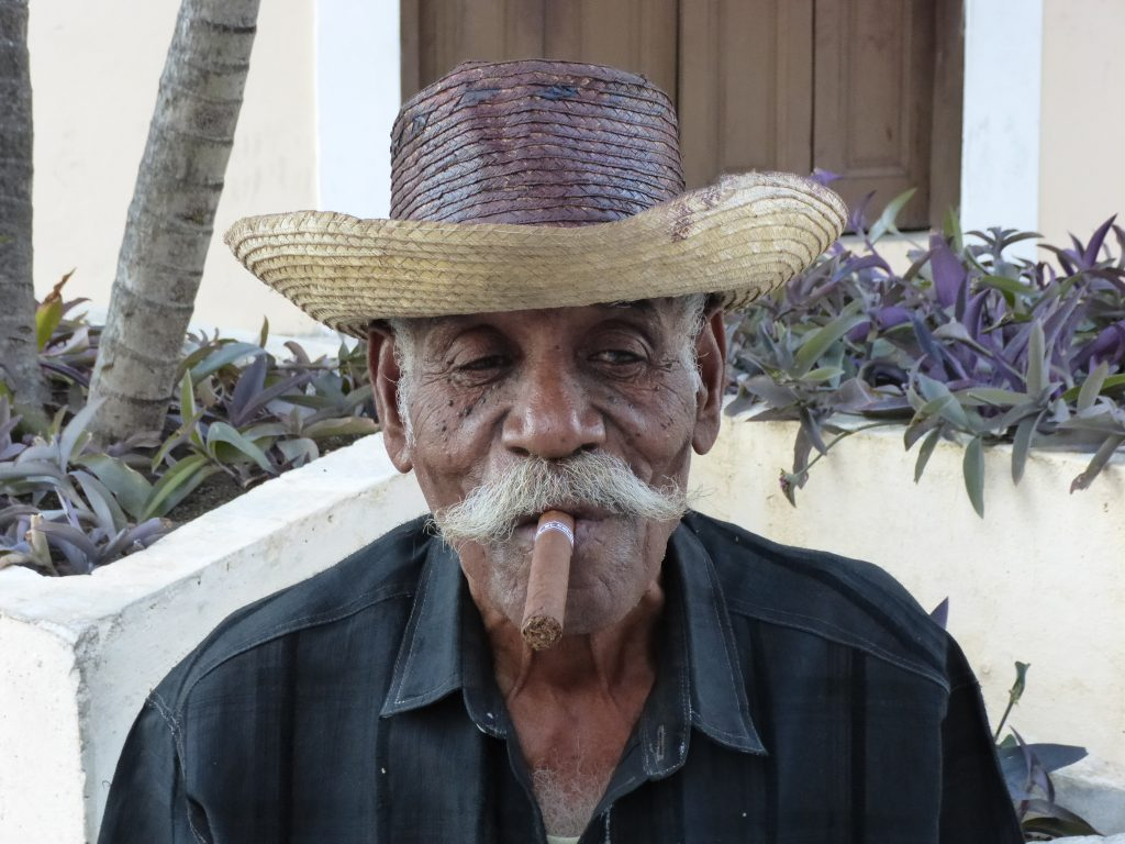 LatinA Tours Kuba Havana - Cuban man with cigar and hut, people, locals, Culture,