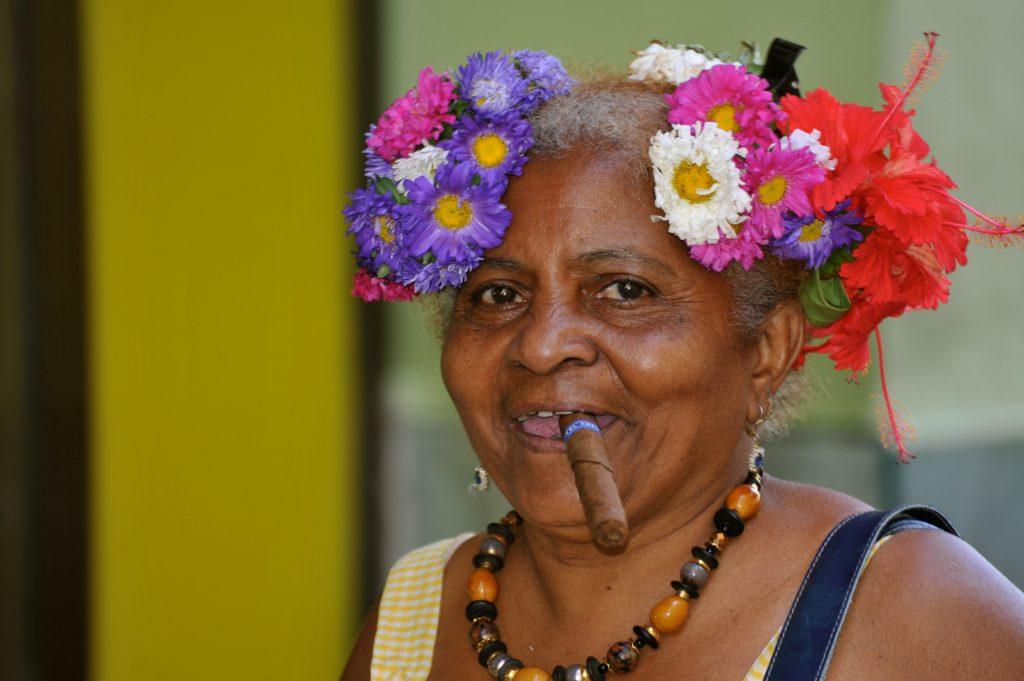 LatinA Tours Kuba Havanna - Woman, Cigar, Cubana, La Habana Vieja, Occidental Regio