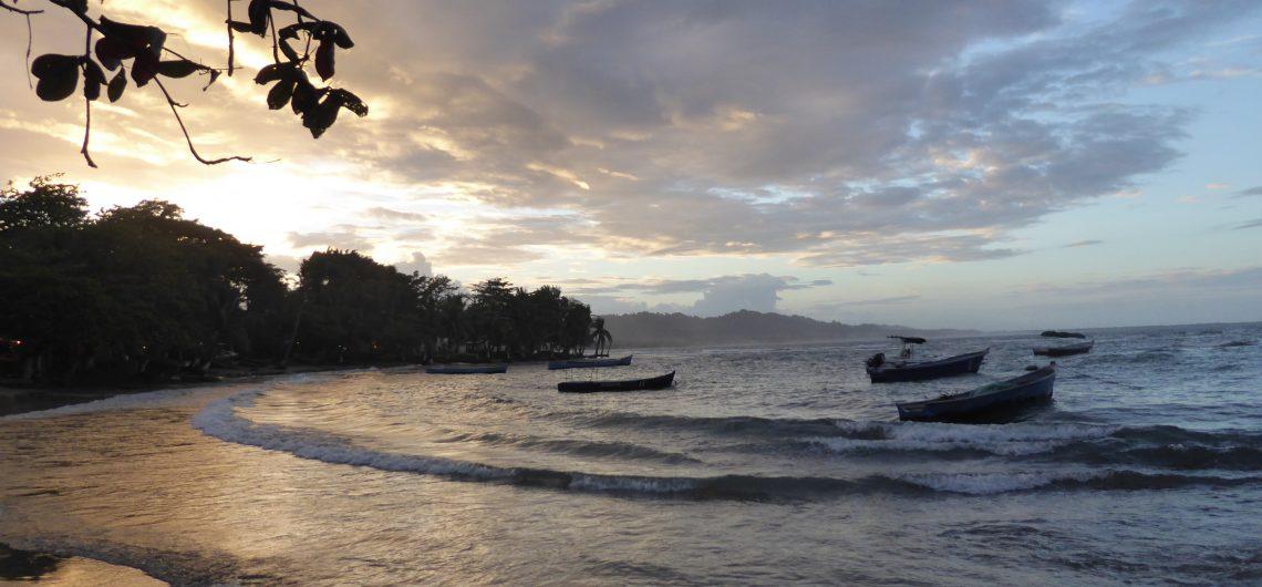LatinA Tours Costa Rica Strand Karibikküste Puerto Viejo Sonnenuntergang