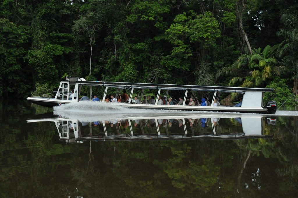 LatinA Tours Costa Rica Tortuguero Transferboot