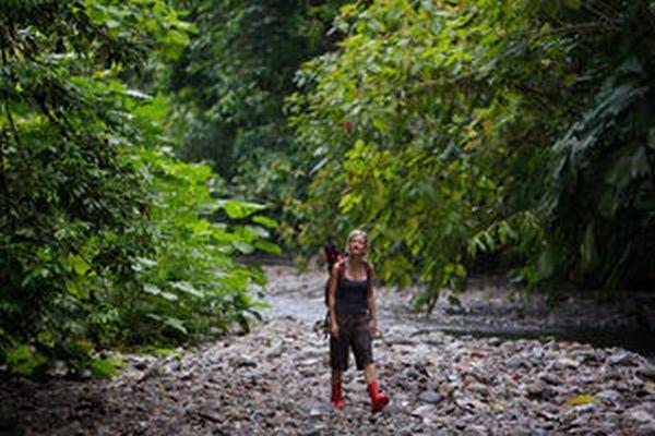 LatinA Tours Costa Rica Selva Bananito Lodge Wanderung River