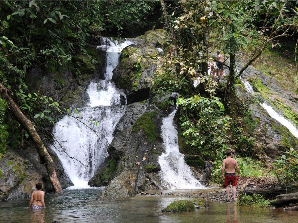 LatinA Tours Costa Rica Esquinas Lodge Wasserfall