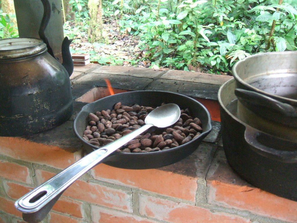 LatinA Tours Costa Rica Kakao rösten
