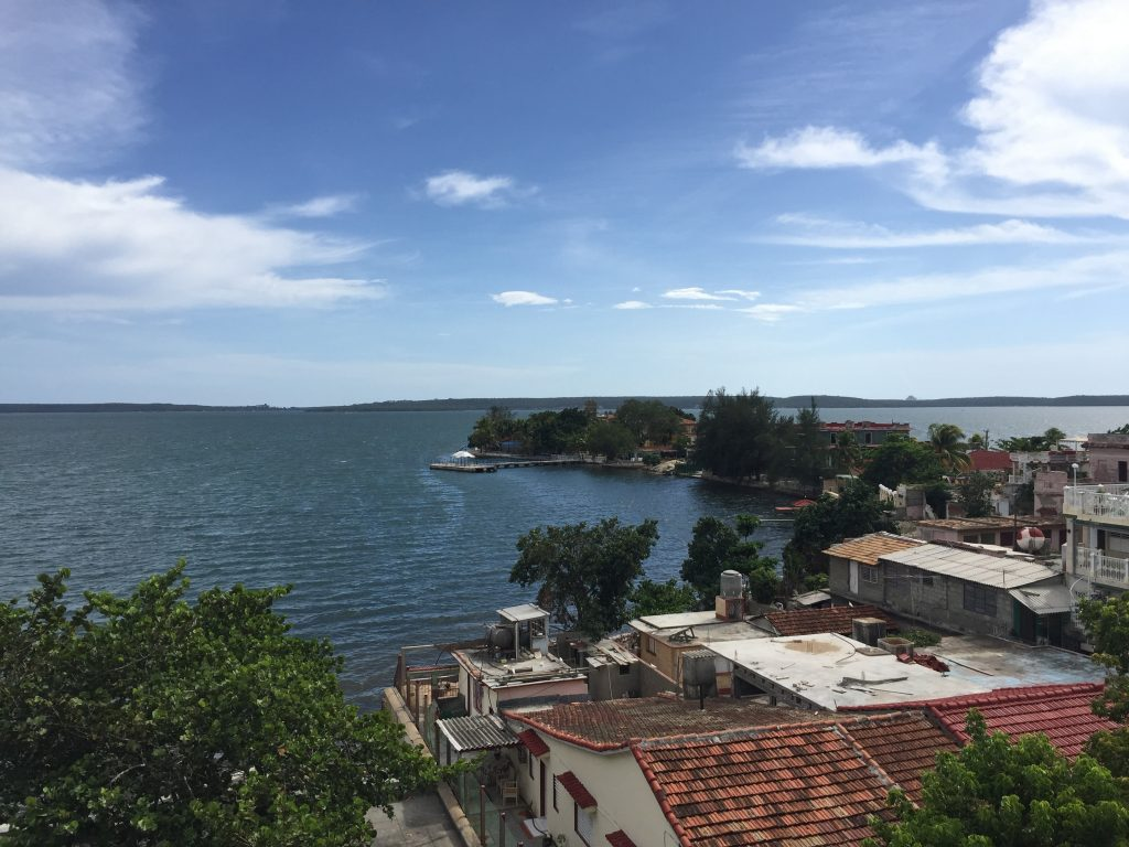 LatinA Tours Kuba Cienfuegos - Ocean, Forest, Colonial Buildings, Street, Central