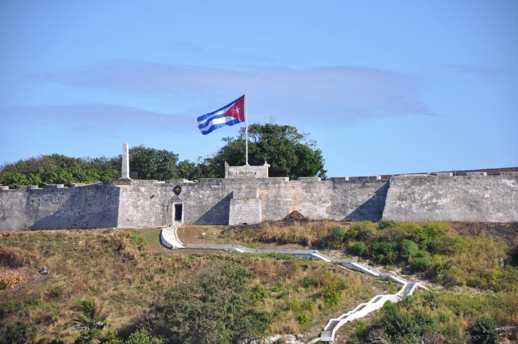 LatinA Tours Kuba Havana - City, Buildings, Occidental Region, Flag at Morro Castle