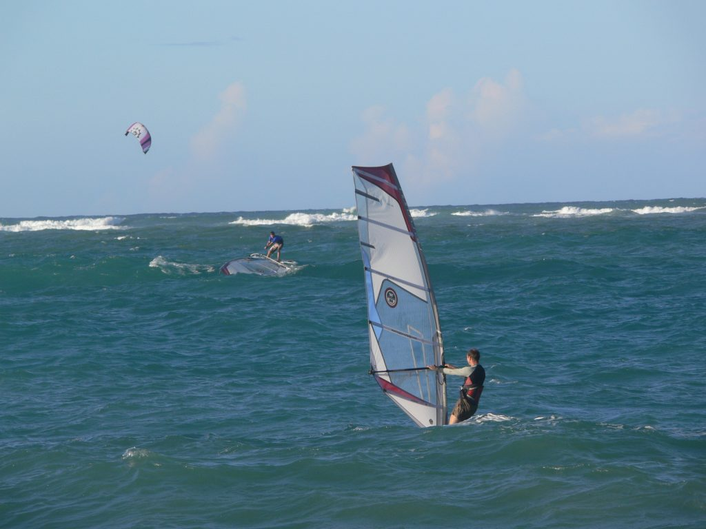 LatinA Tours DomRep - Cabarete - Wind- and kite surfer on the ocean, Puerto Plata
