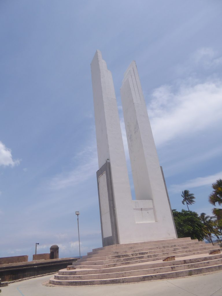 LatinA Tours DomRep Hembra Symbol Obelisk Santo Domingo