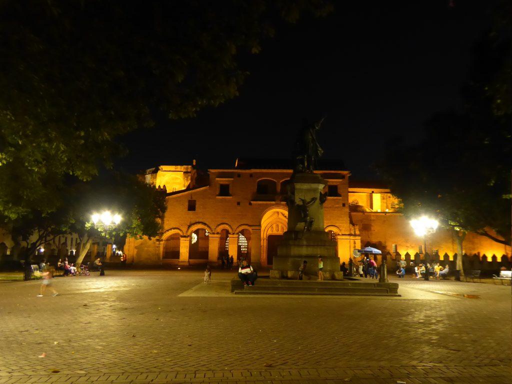 LatinA Tours DomRep Santo Domingo Kathedrale by night
