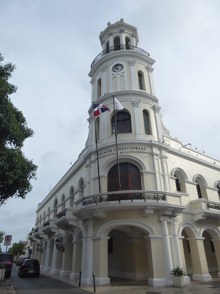 LatinA Tours Santo Domingo Zona Colonial Palacio Consistorial