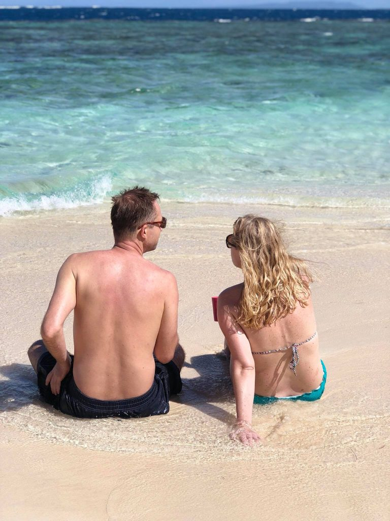 LatinA Tours DomRep Paar am Strand Sand Genuss pur