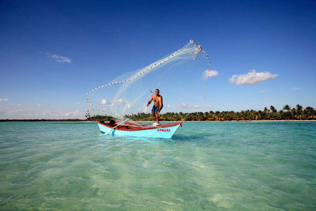 LatinA Tours Dominikanische Republik Land und Leute Fischer Boot Netz
