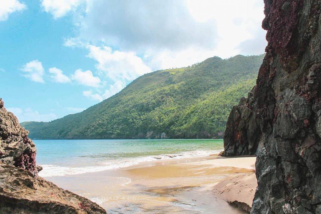 LatinA Tours Dominikanische Republik Strand Felsen