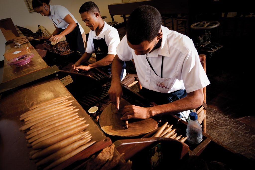 LatinA Tours Dominikanische Republik Zigarrendreher Zigarrenherstellung Zigarre DomRep