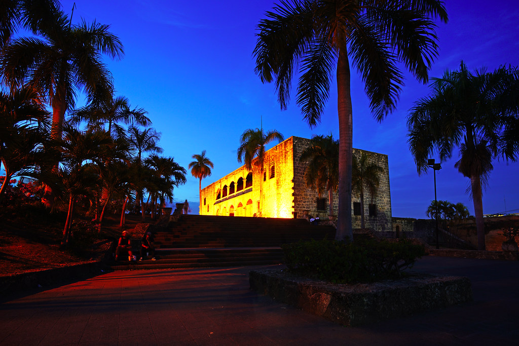 LatinA Tours DomRep Alcazar de Colon by night