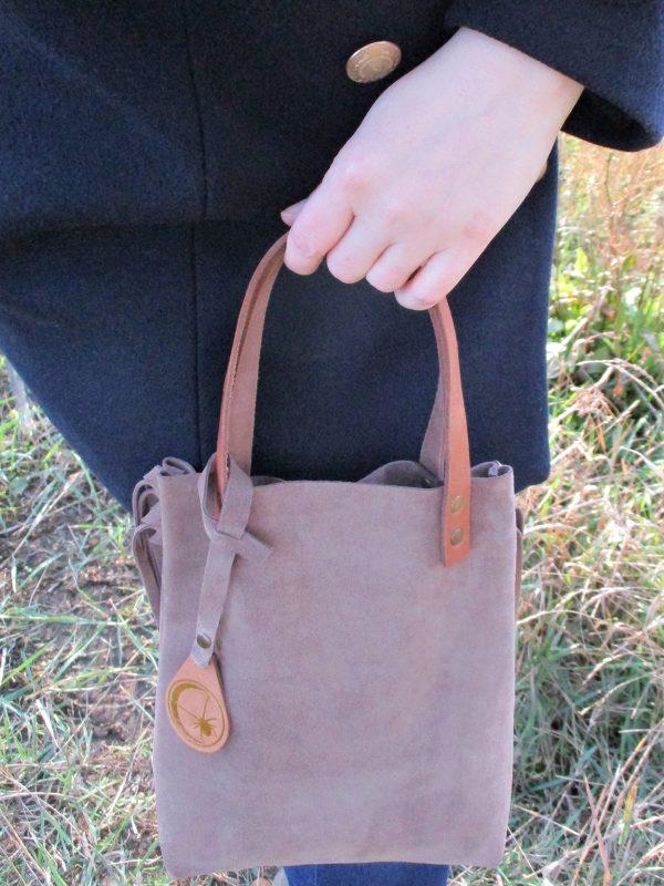 Handtasche handbag aus Rindsleder cowleather Wildleder nougatfarben beige