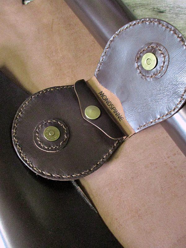 Portemonnaie Schafnappaleder braun messing Magnetverschluss Druckknopf Jarno - Ledertaschenmanufaktur