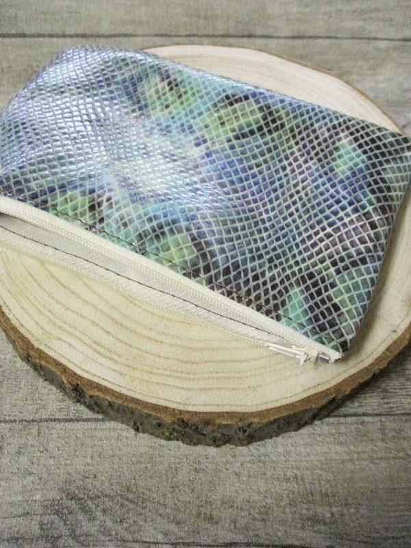 Kosmetiktasche Leder grün grau geprägt Python Schlangenlederoptik