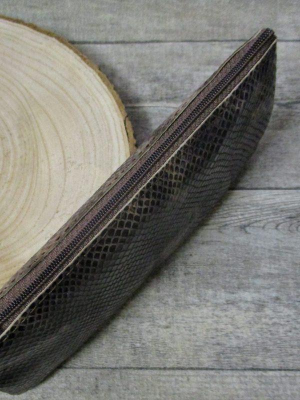 Kosmetiktasche braun Leder geprägt Schlangenhautoptik