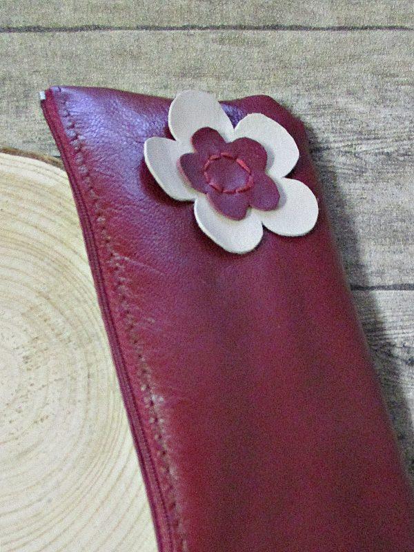 Kosmetiktasche weinrot Leder Blumenapplikation