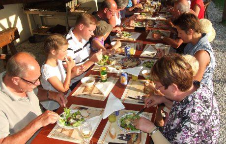 Lange tafel eten camping Le Soustran