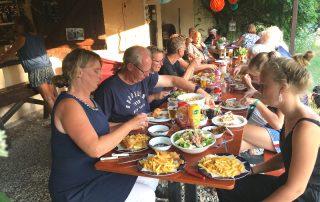 Lange tafel eten
