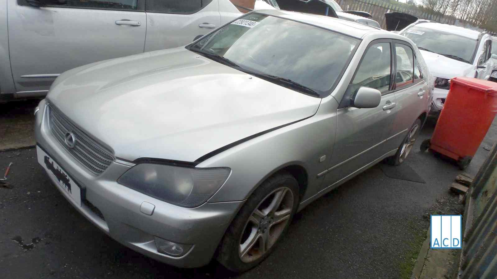 Lexus IS 200 SE used spare parts