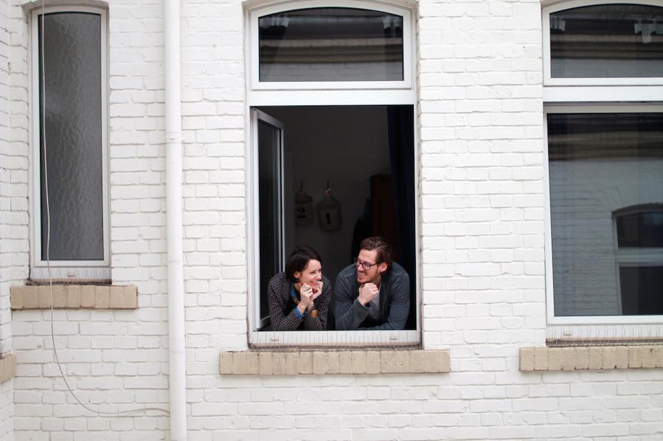 Robin und Christina können sich aus zwei gegenüberliegenden Zimmern zuwinken: Ihre Wohnung ist geschnitten wie ein U.