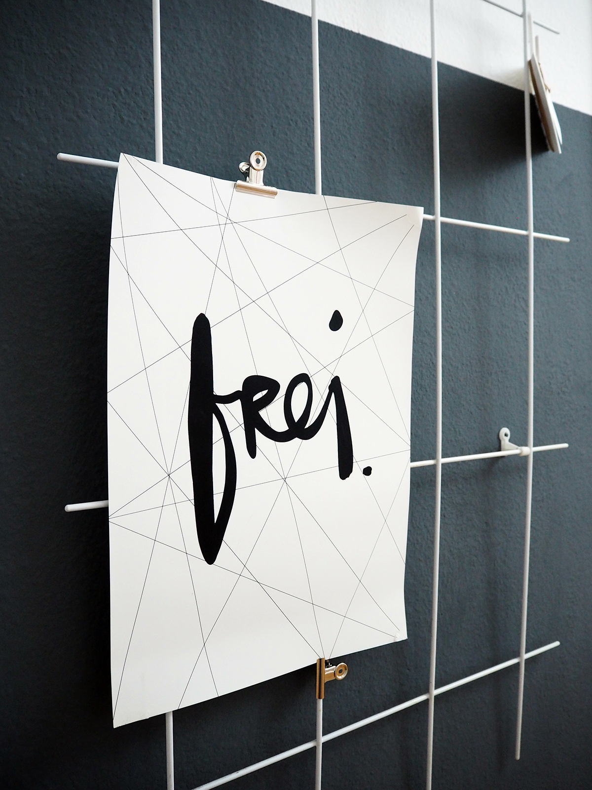 Lieblings-Blog-Formart-Kunstdruck-Poster-Rankgitter-Flur-DIY-Halfpainted-Walls-Dark-Walls
