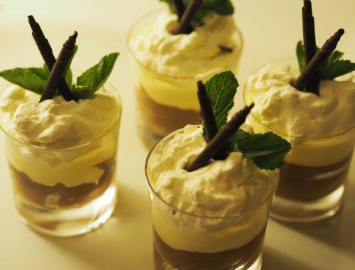 Sjokolademousse med vaniljekrem og pisket fløte