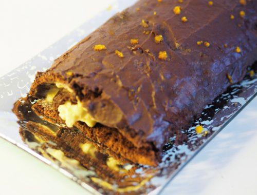 Bilde av sjokoladerullekake med vaniljekrem og appelsin