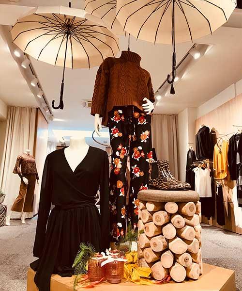lingerie-femina-etalage-oktober-fashion-paraplu