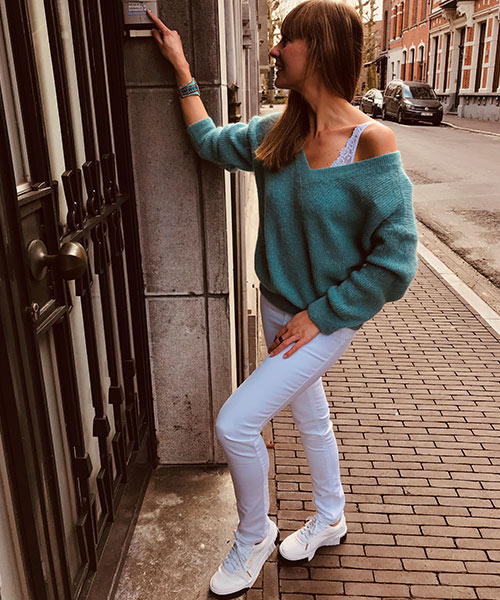 lingerie-femina-Sint-Niklaas-vanessa-fashion-witte-broek-en-groene-trui