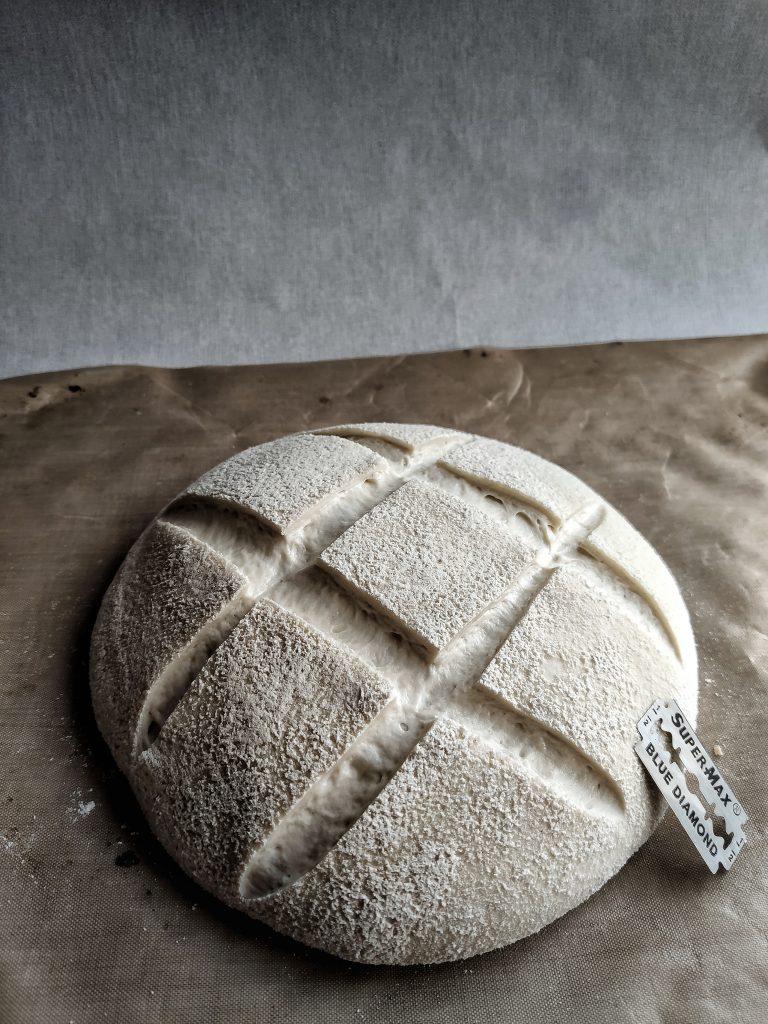 Brödet är snittat. Surdegsbröd