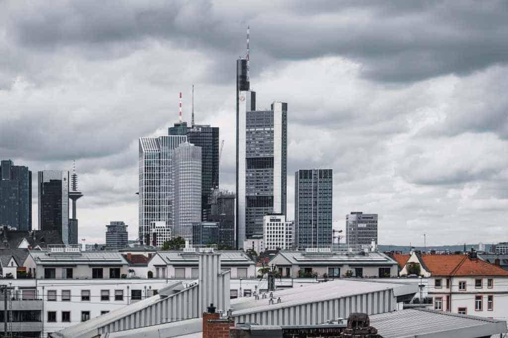 Frankfurter Gewerbeinvestor kauft Bürogebäude in Köln und Stuttgart