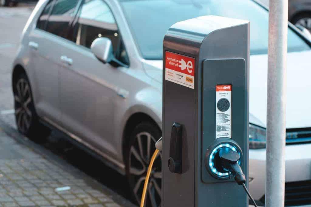 Neubauprojekte: Elektroauto-Ladestationen bei 77% der Projekte installiert