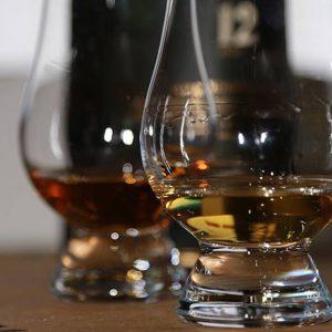 Whiskysmagning på Highlanders Bar