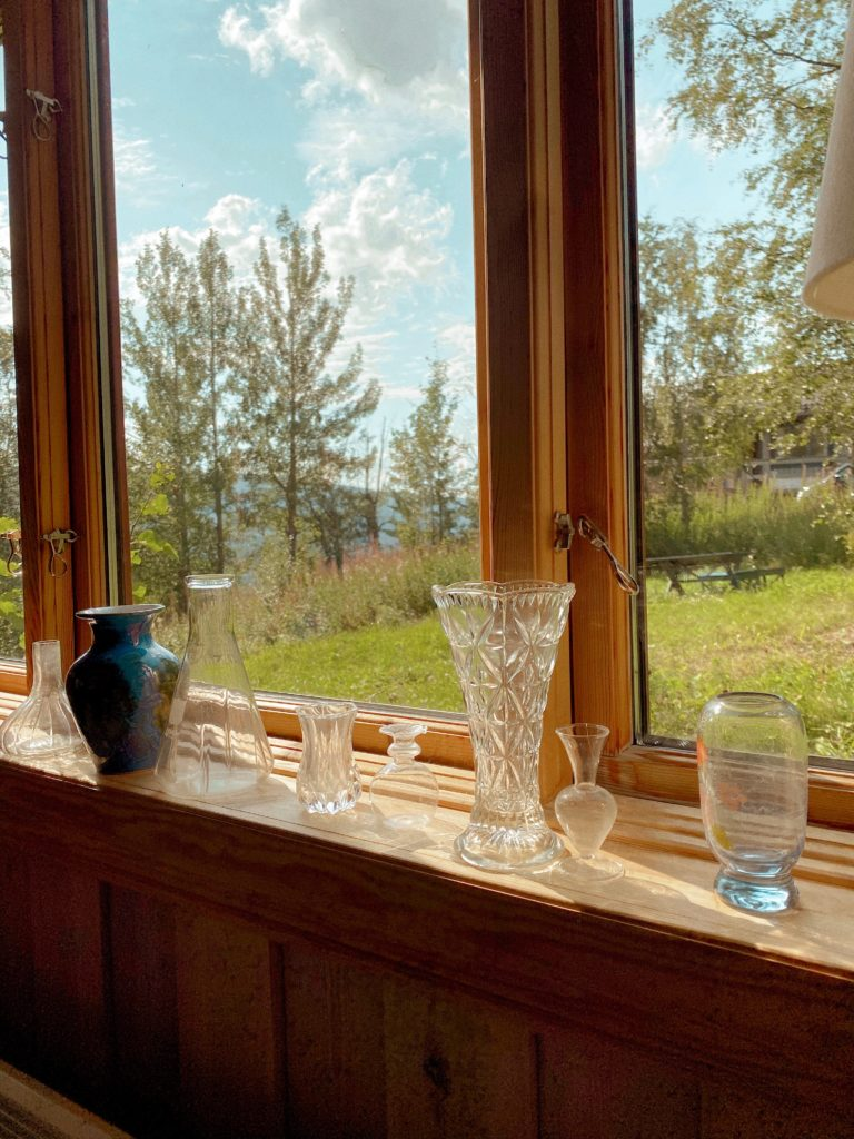 End of week reset Log Cabin Lady Tiny Vases