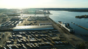 Autonomous drones decting trailers on port terminals