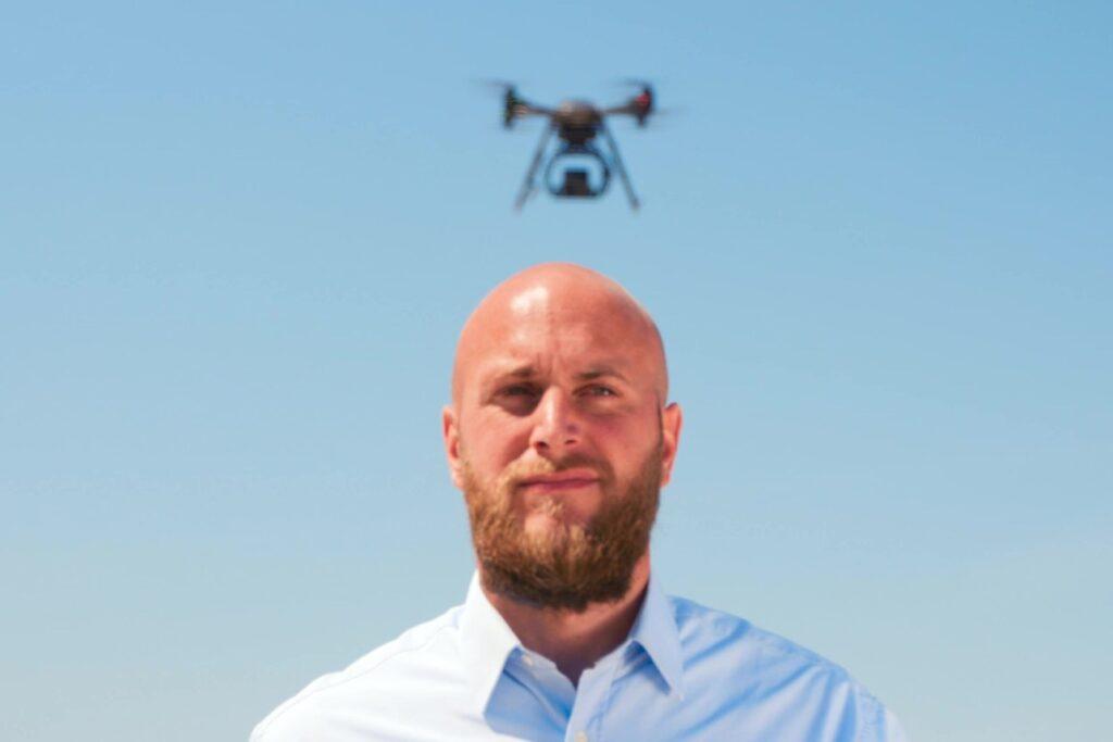 vagt med drone over hoved G4S